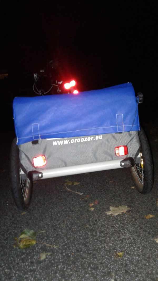 Fahrradanhaenger verdeckt Ruecklicht nicht
